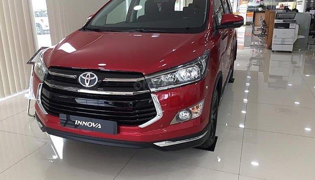 Cần bán xe Toyota Innova 2.0 Venturer sản xuất năm 2019, màu đỏ