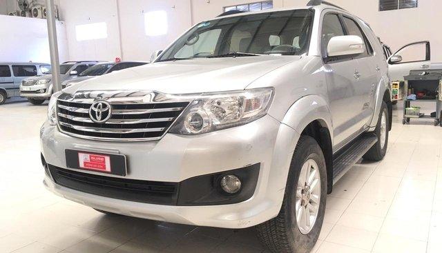 Bán ô tô Toyota Fortuner G sàn xuất 2012, màu bạc số sàn