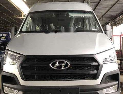 Cần bán Hyundai Solati đời 2018, màu trắng, nhập khẩu nguyên chiếc