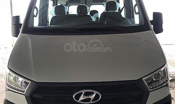 Bán xe Hyundai Solati sản xuất năm 2019, màu bạc, 990 triệu