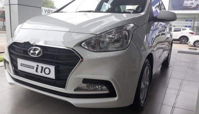 Bán Hyundai Grand i10 năm 2019, màu bạc, xe nhập, giá 355tr