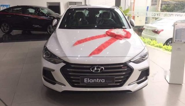 Bán Hyundai Elantra đời 2019, màu trắng, xe nhập
