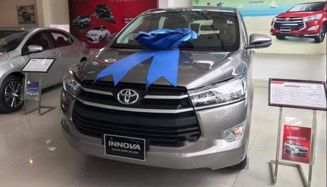 Cần bán Toyota Innova đời 2019, màu xám, giá tốt