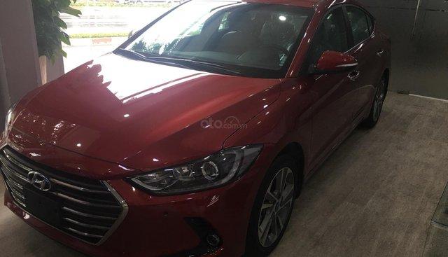 Bán ô tô Hyundai Elantra đời 2018 màu đỏ, 642 triệu