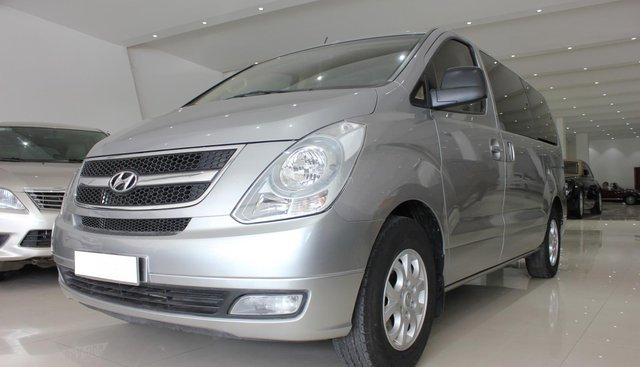 Bán Hyundai Starex 2.5D MT 9 chỗ đời 2013, màu bạc, nhập khẩu
