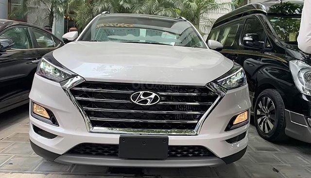 Bán xe Hyundai Tucson 2.0 AT 2019, màu trắng