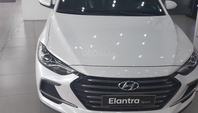 Hyundai Elantra 1.6 AT Sport Turbo, trắng, giao ngay, hỗ trợ vay ngân hàng, LH: 0903106566