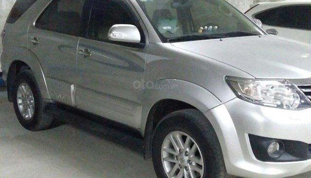 Cần tiền bán rẻ Toyota Fortuner đời 2013 V2.7 tự động, 2 cầu, màu bạc, xe nhập