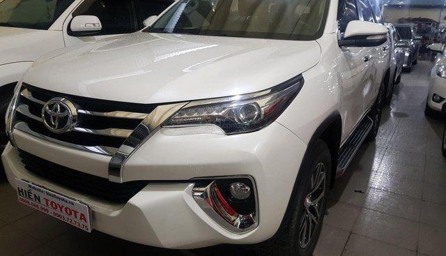 Toyota Fortuner 2.7V đời 2017, màu trắng, xe nhập