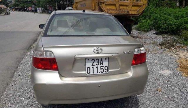 Gia đình bán Toyota Vios đời 2003, màu vàng, nhập khẩu