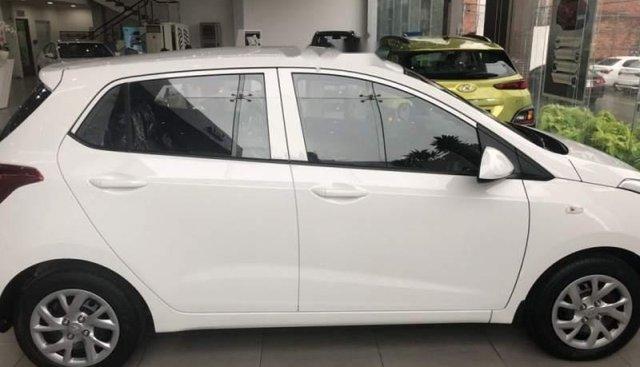 Cần bán xe Hyundai Grand i10 1.2 MT Base sản xuất 2019, màu trắng, xe mới 100%