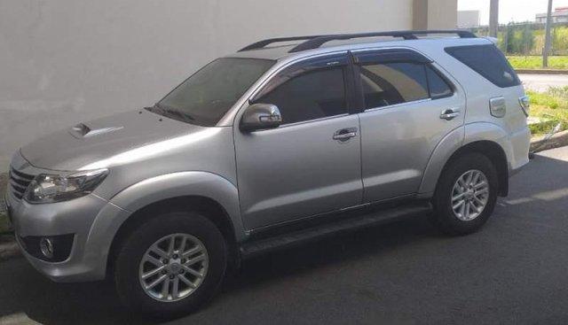 Cần bán xe Toyota Fortuner MT năm 2014, màu bạc, xe đi giữ gìn như mới