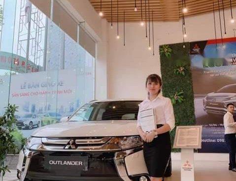 Bán xe Mitsubishi Outlander đời 2019, màu trắng, 807 triệu