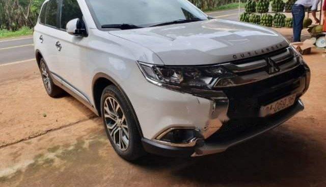 Cần bán gấp Mitsubishi Outlander 2018, xe còn mới và đẹp