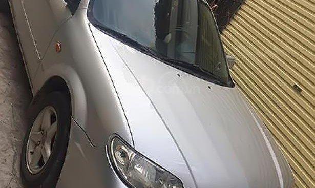 Cần bán xe Mazda 323 năm sản xuất 2002, màu bạc xe gia đình