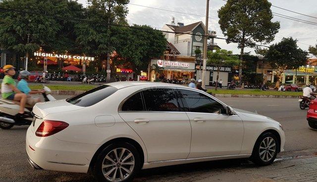 Bán Mercedes E200 đời 2019, màu trắng