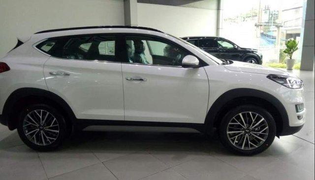 Bán xe Hyundai Tucson đời 2019, màu trắng