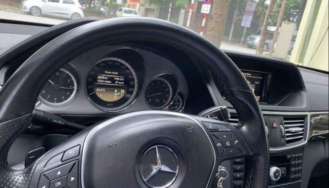 Bán xe Mercedes E250 sản xuất năm 2012, màu đen chính chủ