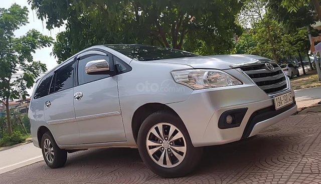 Cần bán Toyota Innova 2.0E năm sản xuất 2015, màu bạc