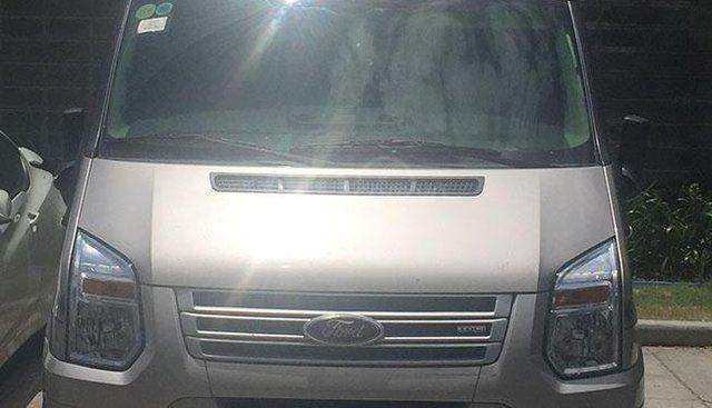 Cần bán Ford Transit Limousine sản xuất 2015, màu ghi vàng
