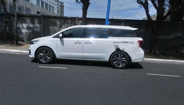 Bán ô tô Kia Sedona 2018, màu trắng như mới