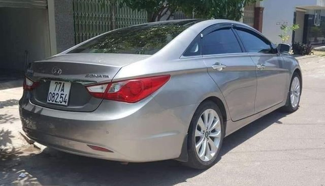 Bán Hyundai Sonata năm sản xuất 2010, màu bạc, nhập khẩu