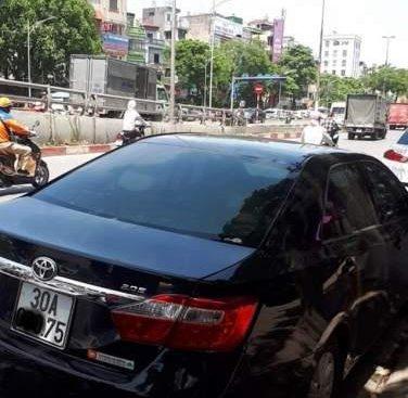 Bán xe Toyota Camry 2.0 đời 2013, màu đen, đăng ký tháng 12/2013