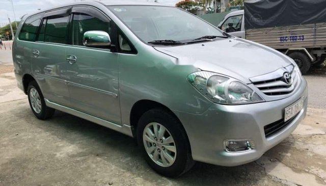 Gia đình bán Toyota Innova sản xuất năm 2010, màu bạc