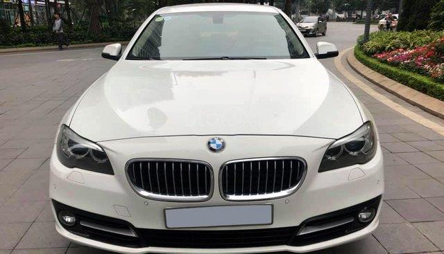 Chính chủ bán BMW 520i màu trắng kem SX 2015, cửa hít, màn NBT, loa Harman