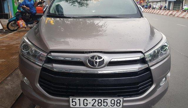 Bán Toyota Innova 2.0V sản xuất năm 2017, màu vàng