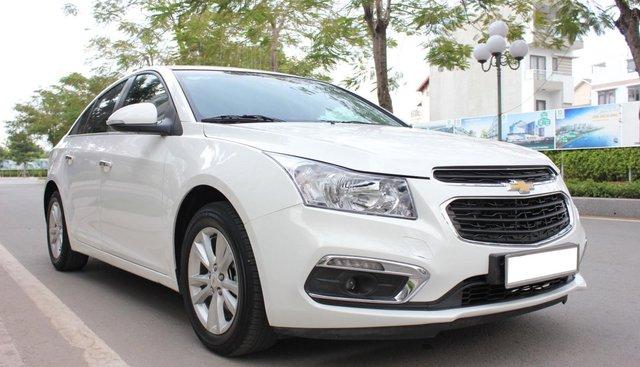 Bán Chevrolet Cruze LT sx 2017, màu trắng, số sàn, giá 425 triệu