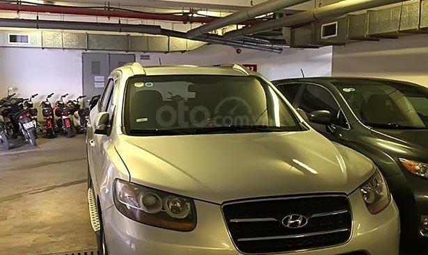 Cần bán gấp Hyundai Santa Fe MLX năm 2009, màu bạc, nhập khẩu, máy dầu, số tự động