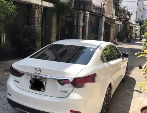 Cần bán gấp Mazda 6 sản xuất 2017, màu trắng, xe gia đình rất ít chạy