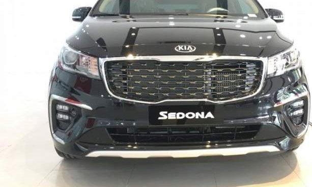 Bán xe Kia Sedona 2019, màu đen, nhập khẩu