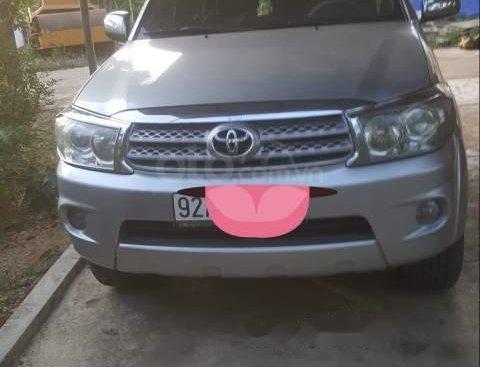Cần bán Toyota Fortuner màu bạc, máy dầu, xe nhà sử dụng, xe không cấn đụng