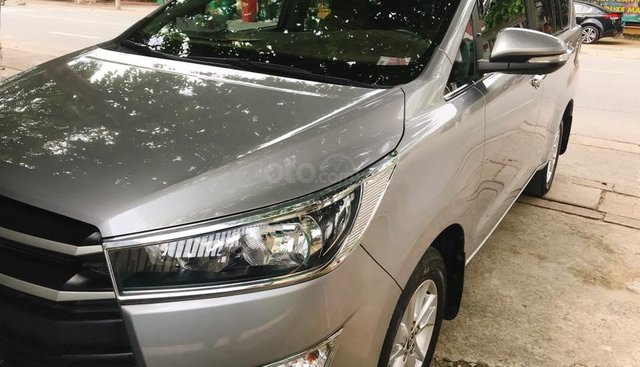 Cần bán xe Toyota Innova 2017 số sàn, màu bạc, cọp zin