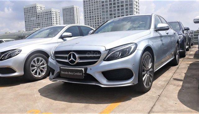 Bán Mercedes-Benz C300 cũ, màu bạc, lăn bánh 19km, chính hãng siêu mới