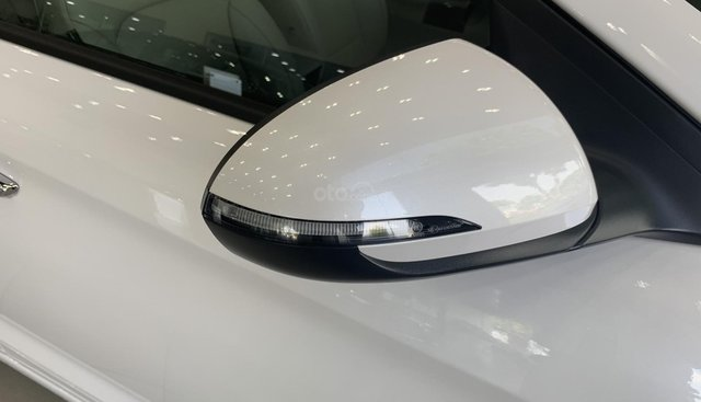 Bán Hyundai Elantra năm sản xuất 2019, màu trắng