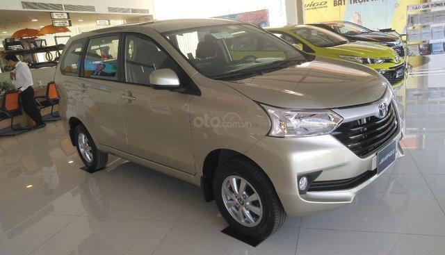 Toyota Avanza màu trắng, nhập khẩu giao ngay