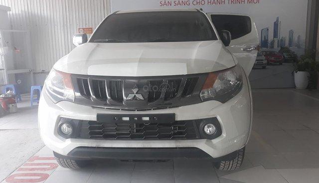 Bán Mitsubishi Triton 4x4 sản xuất 2018, màu bạc, nhập khẩu, 605tr