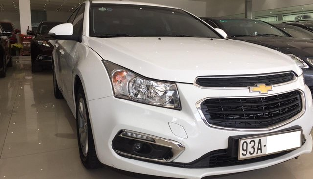 Bán Chevrolet Cruze LT 1.6MT 2017, màu trắng