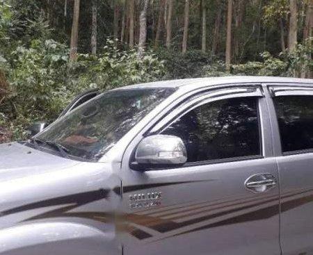 Bán Toyota Hilux đời 2014, màu bạc, không một lỗi nhỏ xe như mới