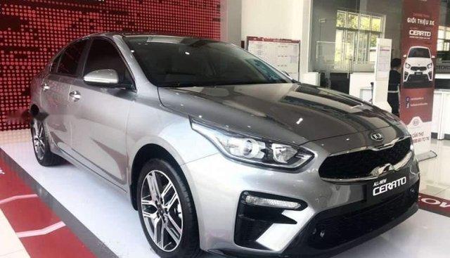 Cần bán Kia Cerato năm sản xuất 2018, màu bạc, giá tốt