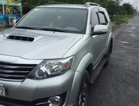 Bán Toyota Fortuner sản xuất 2016, màu bạc, nhập khẩu xe gia đình