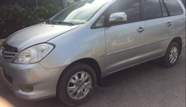 Cần bán gấp Toyota Innova MT sản xuất 2010, màu bạc