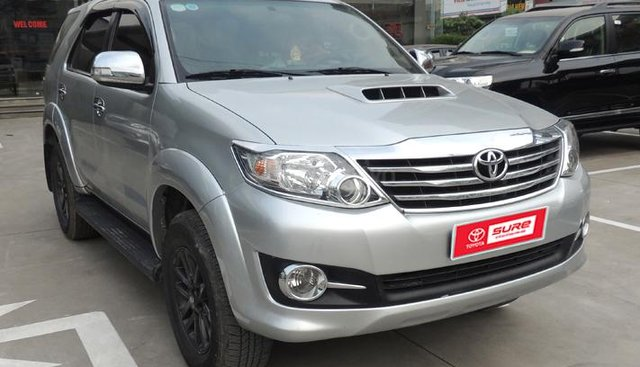 Bán Toyota Fortuner đời 2015, màu bạc số tự động