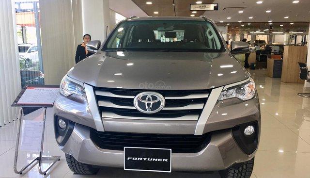 Toyota Fortuner 2.4 số sàn máy dầu SX 2019, khuyến mãi hấp dẫn tháng 7. LH: 0902772820