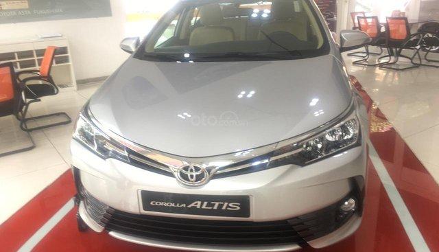 Bán xe Toyota Corolla altis 1.8 CVT 2019, màu bạc- tặng 50% thuế trước bạ
