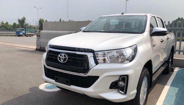 Toyota Hilux 2.4 (4x2) AT đời 2019, màu trắng ngọc trai, nhập khẩu nguyên chiếc