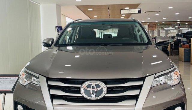 Bán xe Toyota Fortuner màu đồng 2.4G số sàn 2019 giao xe ngay